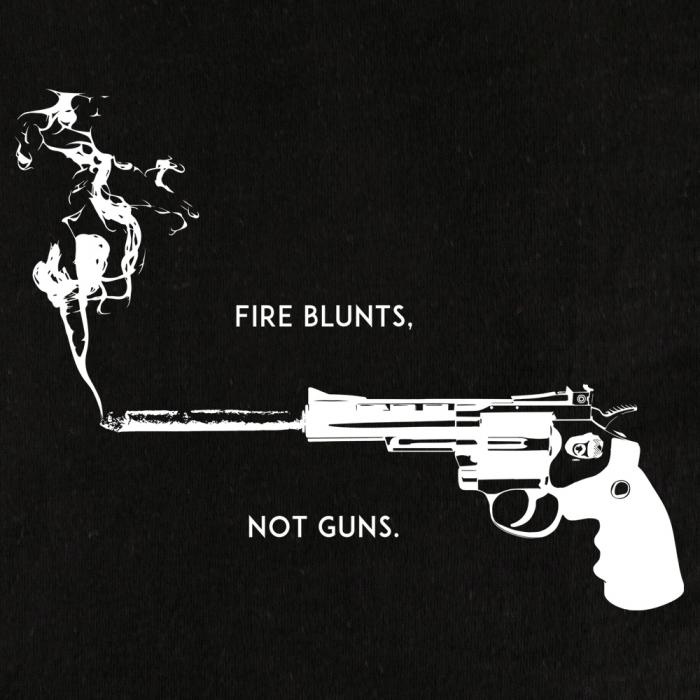 BLUNTS NOT GUNS Shirt Schwarz CloseUp